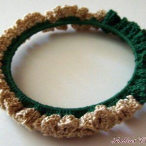 Zöld - Ekrü horgolt karkötő