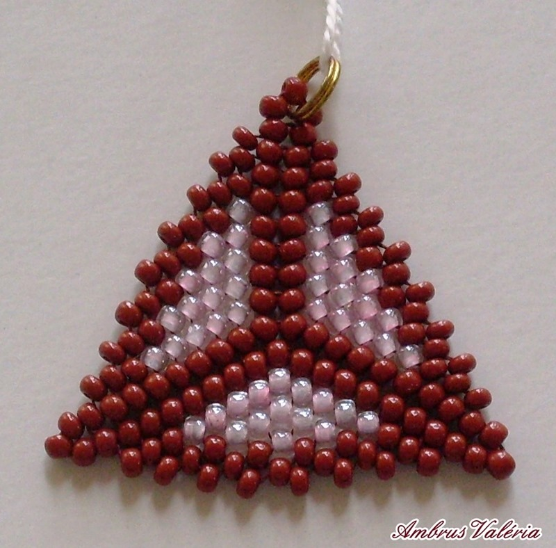 Barna - Rózsaszín háromszög medál