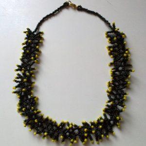Fekete – Citromsárga korallos nyaklánc