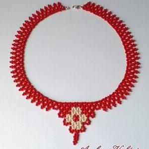 Piros – Ekrü virágos nyaklánc