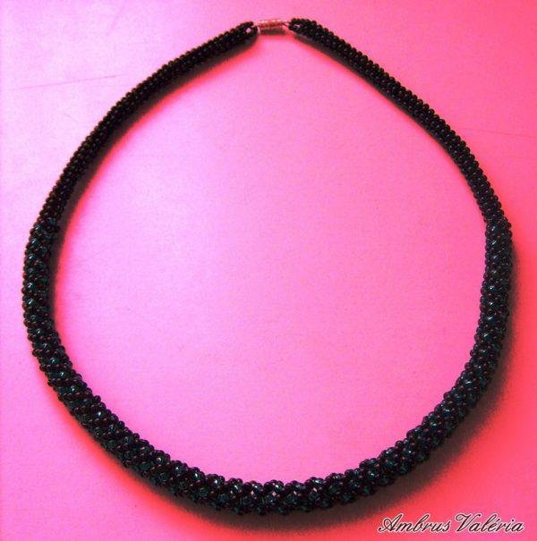 Fekete – Sötét türkiz gyöngyhurka