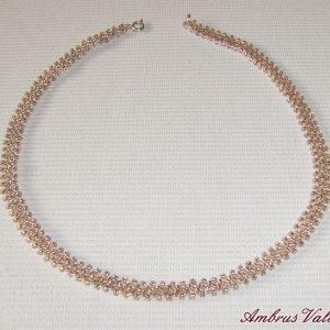 Rózsaszín gyöngyszalag nyaklánc