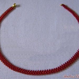 Piros gyöngyszalag nyaklánc
