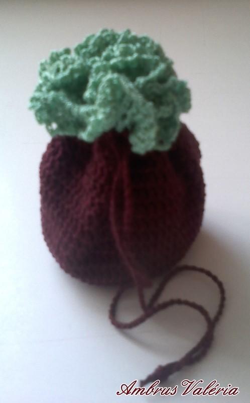 Bordó – Zöld horgolt szütyő