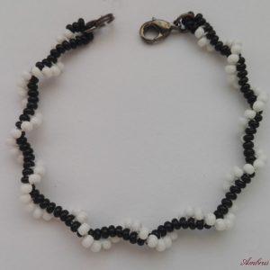 Fekete - Fehér kis spirál karkötő