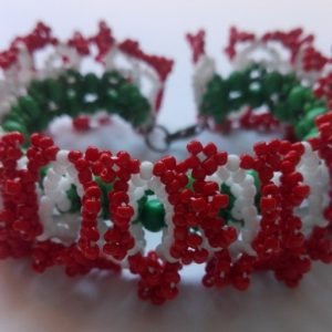 Piros – Fehér – Zöld ogalala karkötő