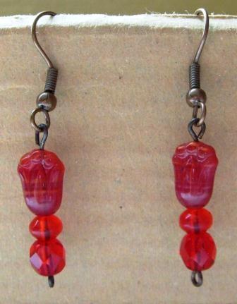 Piros tulipán gyöngyös fülbevaló 3