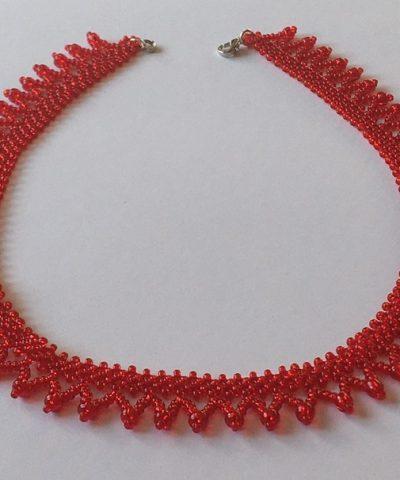 Piros cakkos aljú nyaklánc