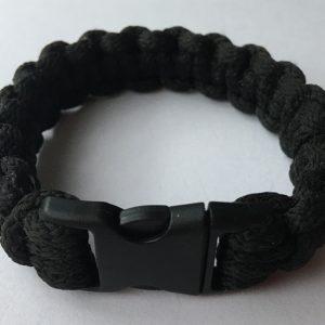 Fekete makramé cobra karkötő, csatos