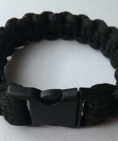 Fekete makramé cobra karkötő csatos